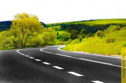 Борьба с сорняками на газонах автодорог.