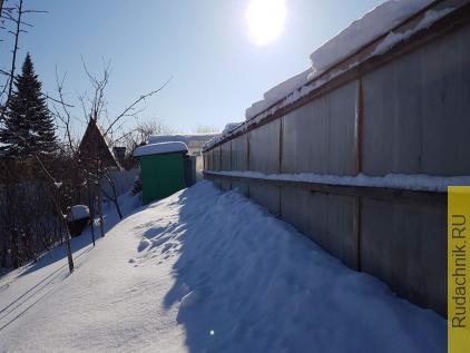 Работы с клубникой после схода снега.