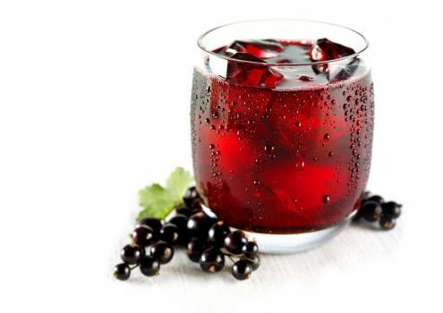 Сок из чёрной смородины фото
